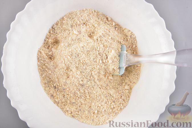 Фото приготовления рецепта: Конфеты из безе с грецкими орехами и творожным сыром - шаг №9