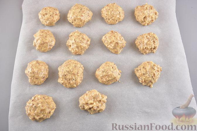 Фото приготовления рецепта: Конфеты из безе с грецкими орехами и творожным сыром - шаг №13