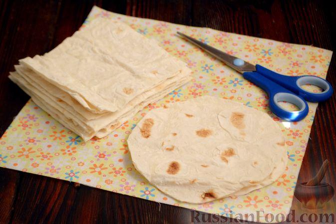Фото приготовления рецепта: Тарталетки из лаваша с мороженым, кукурузными хлопьями и мёдом - шаг №2