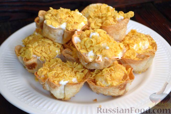Фото приготовления рецепта: Тарталетки из лаваша с мороженым, кукурузными хлопьями и мёдом - шаг №13