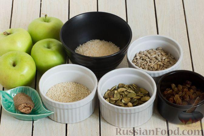 Фото приготовления рецепта: Конфеты из яблок с изюмом, семечками и кокосовой стружкой - шаг №1