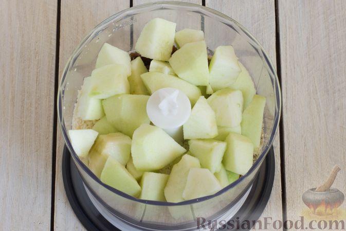 Фото приготовления рецепта: Конфеты из яблок с изюмом, семечками и кокосовой стружкой - шаг №5