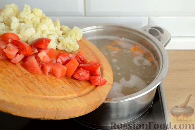 Фото приготовления рецепта: Суп с куриными желудками, цветной капустой и кускусом - шаг №8