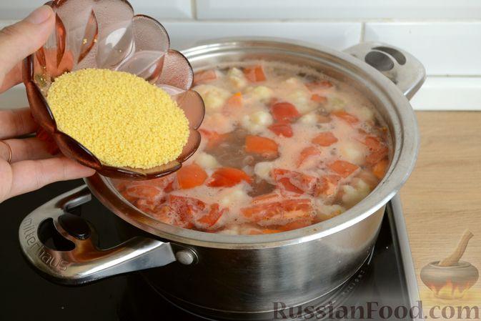 Фото приготовления рецепта: Суп с куриными желудками, цветной капустой и кускусом - шаг №10