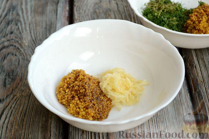Фото приготовления рецепта: Запечённая говядина  с горчицей, чесноком и зеленью - шаг №4