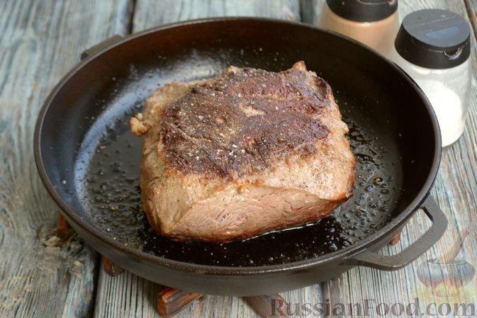 Фото приготовления рецепта: Запечённая говядина  с горчицей, чесноком и зеленью - шаг №7