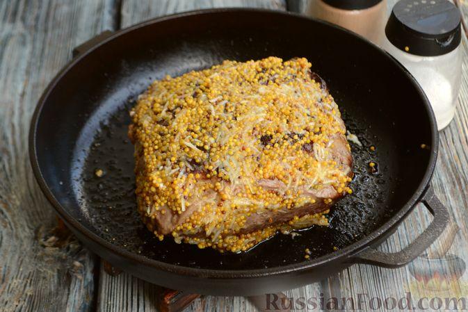 Фото приготовления рецепта: Запечённая говядина  с горчицей, чесноком и зеленью - шаг №8