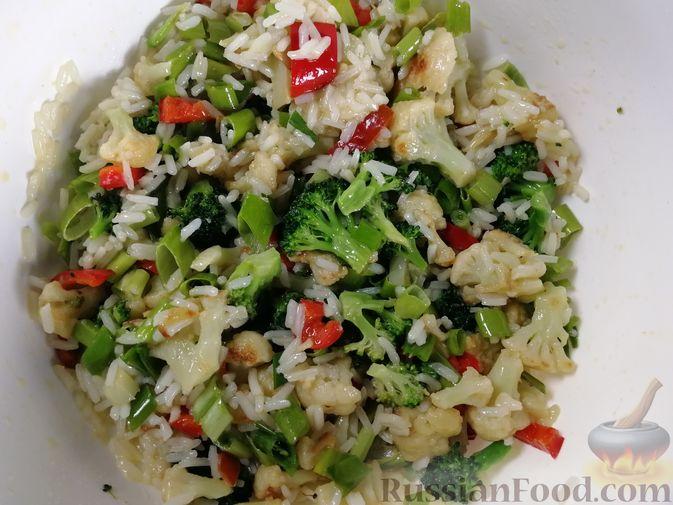 Фото приготовления рецепта: Запеканка из лаваша с рисом, цветной капустой, брокколи и сладким перцем - шаг №11