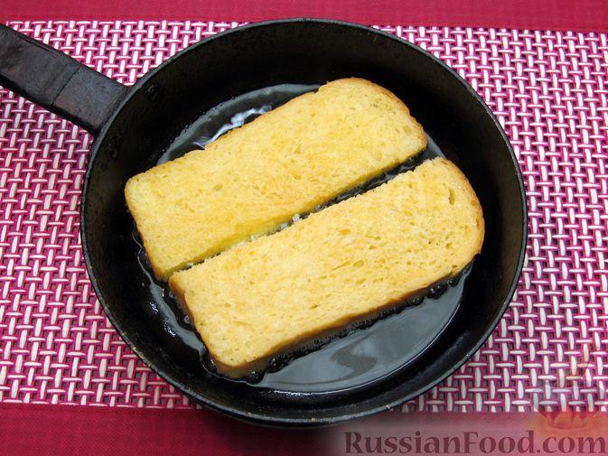 Фото приготовления рецепта: Яичные гренки с баклажанами и сыром - шаг №8