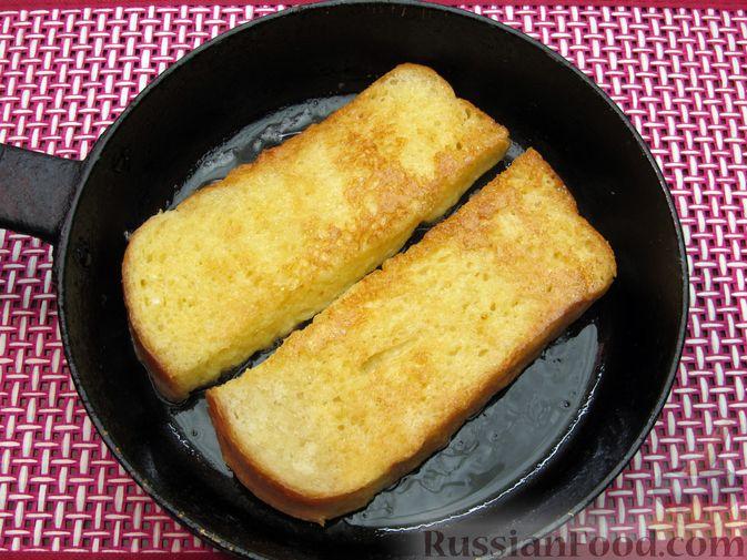 Фото приготовления рецепта: Яичные гренки с баклажанами и сыром - шаг №9