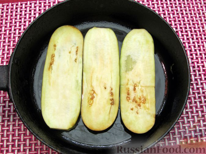 Фото приготовления рецепта: Яичные гренки с баклажанами и сыром - шаг №11
