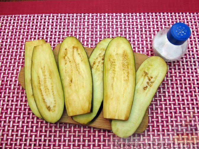 Фото приготовления рецепта: Яичные гренки с баклажанами и сыром - шаг №4