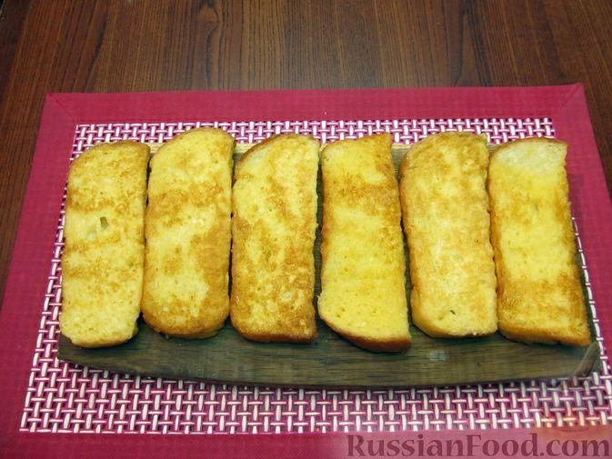 Фото приготовления рецепта: Яичные гренки с баклажанами и сыром - шаг №10