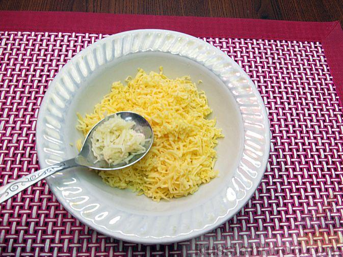 Фото приготовления рецепта: Яичные гренки с баклажанами и сыром - шаг №14