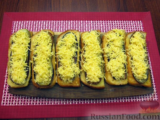 Фото приготовления рецепта: Яичные гренки с баклажанами и сыром - шаг №16