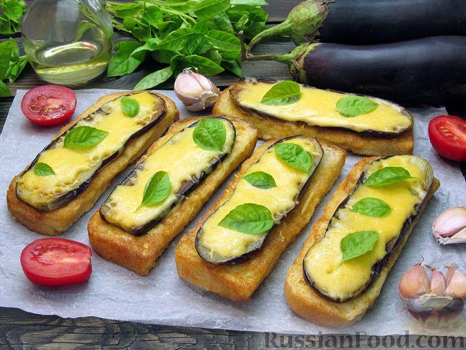 Фото приготовления рецепта: Яичные гренки с баклажанами и сыром - шаг №18