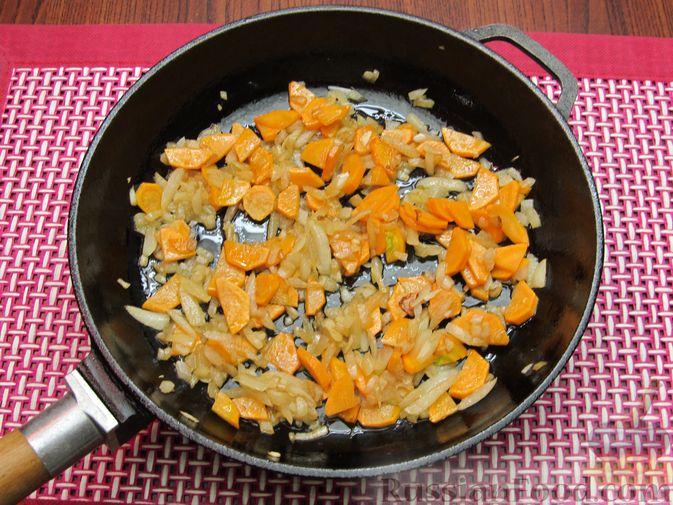 Фото приготовления рецепта: Куриный суп с кукурузой, макаронами и яичными блинчиками - шаг №11