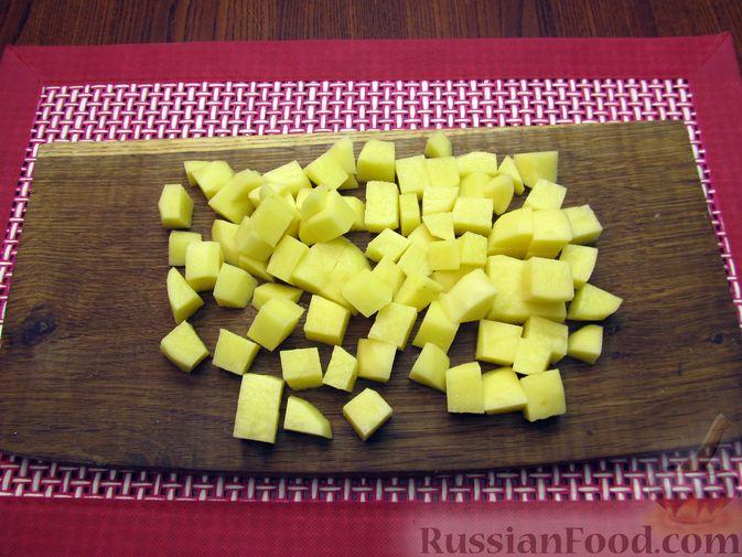Фото приготовления рецепта: Куриный суп с кукурузой, макаронами и яичными блинчиками - шаг №8