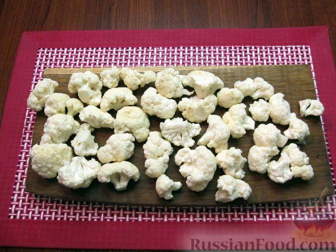 Фото приготовления рецепта: Жареная цветная капуста в кляре на минеральной воде - шаг №2