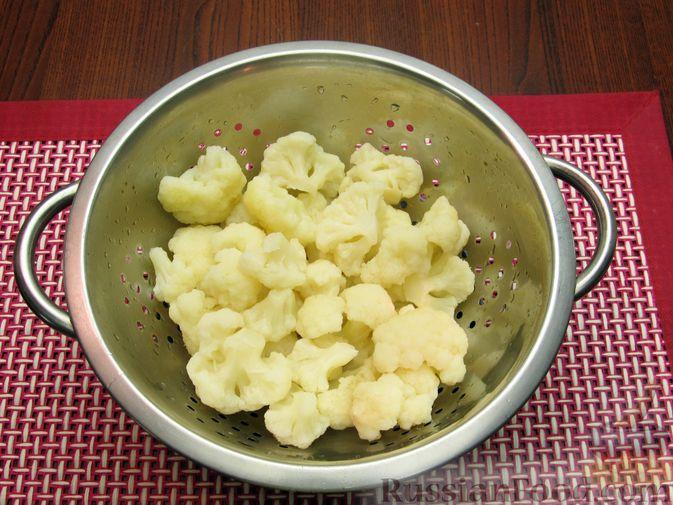 Фото приготовления рецепта: Жареная цветная капуста в кляре на минеральной воде - шаг №4
