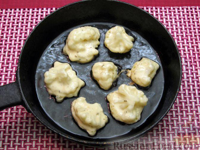 Фото приготовления рецепта: Жареная цветная капуста в кляре на минеральной воде - шаг №13