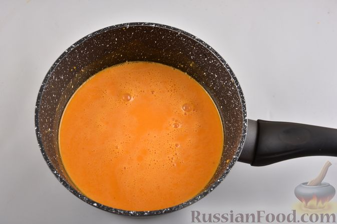 Фото приготовления рецепта: Мусс из облепихи с манной крупой - шаг №4