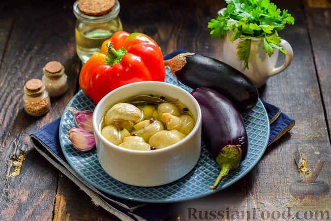 Фото приготовления рецепта: Салат с жареными баклажанами, сладким перцем и маринованными шампиньонами - шаг №1