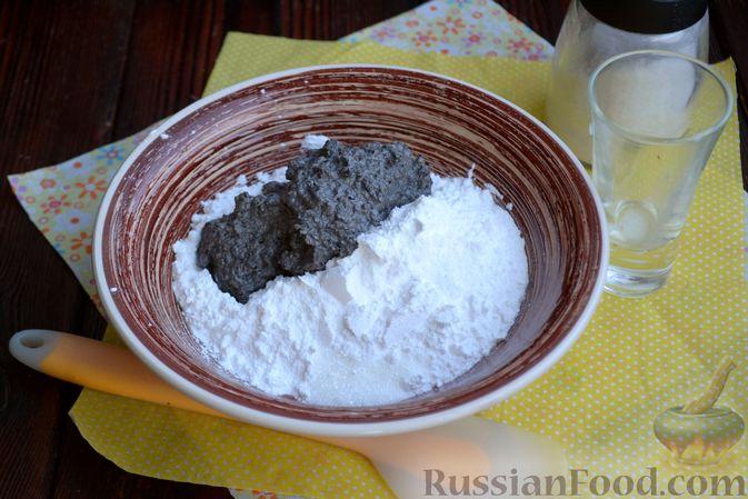Фото приготовления рецепта: Шоколадно-кофейный кекс на молоке, с тахинной глазурью - шаг №13
