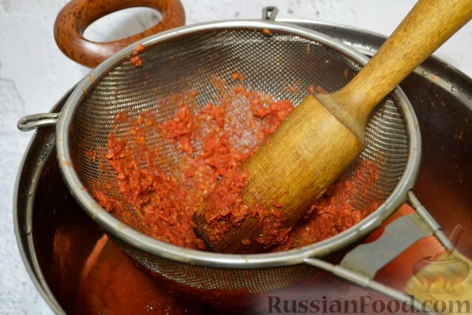 Фото приготовления рецепта: Кетчуп с яблоками на зиму - шаг №12