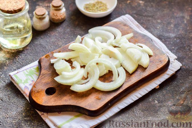 Фото приготовления рецепта: Куриные ножки, запечённые с помидорами и сладким перцем - шаг №4