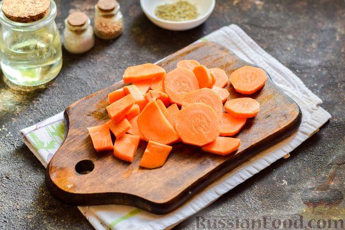 Фото приготовления рецепта: Куриные ножки, запечённые с помидорами и сладким перцем - шаг №5