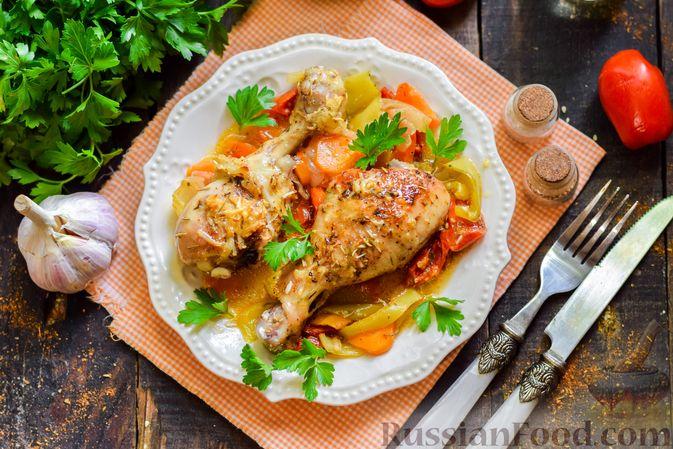 Фото приготовления рецепта: Куриные ножки, запечённые с помидорами и сладким перцем - шаг №8