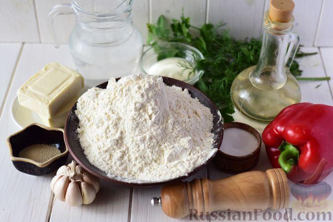 Фото приготовления рецепта: Дрожжевые пирожки-конвертики с сыром, сладким перцем и укропом (в духовке) - шаг №1