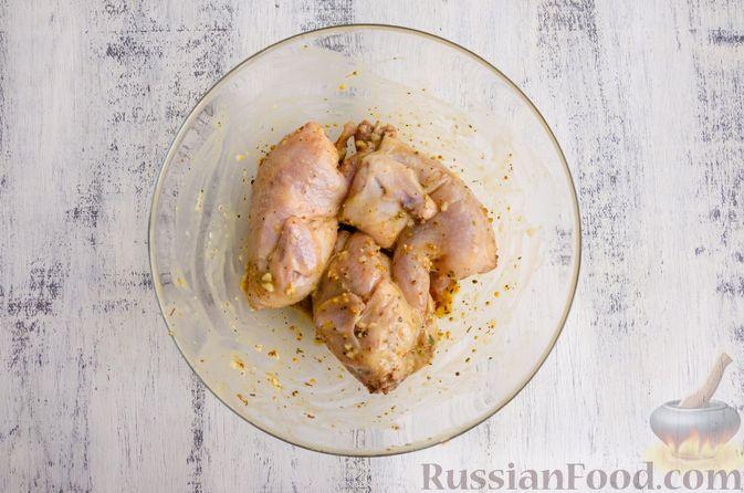 Фото приготовления рецепта: Запечённые перепела в медово-горчичном маринаде с чесноком - шаг №7