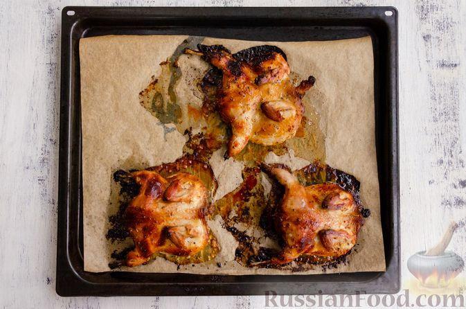 Фото приготовления рецепта: Запечённые перепела в медово-горчичном маринаде с чесноком - шаг №9