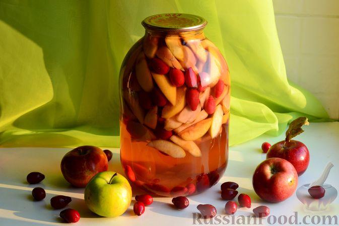 Фото к рецепту: Компот из яблок и кизила (на зиму)