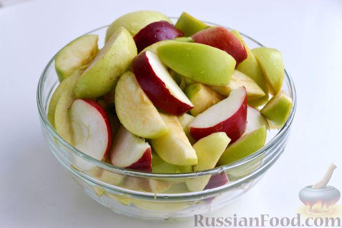 Фото приготовления рецепта: Компот из яблок и кизила (на зиму) - шаг №9