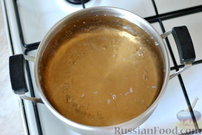 Фото приготовления рецепта: Компот из яблок и кизила (на зиму) - шаг №14