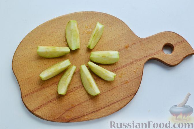 Фото приготовления рецепта: Компот из яблок и кизила (на зиму) - шаг №8