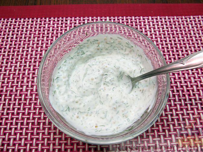 Фото приготовления рецепта: Салат с цветной капустой, крабовыми палочками, морковью и горошком - шаг №12