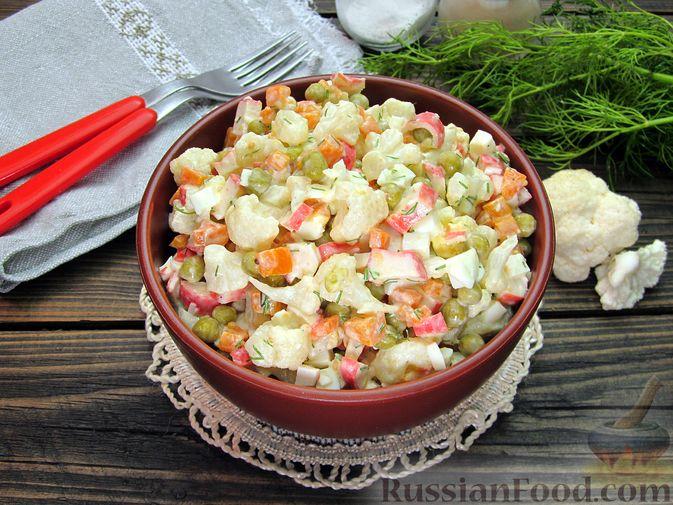 Фото приготовления рецепта: Салат с цветной капустой, крабовыми палочками, морковью и горошком - шаг №20