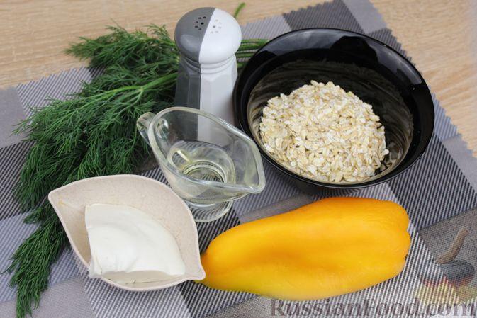 Фото приготовления рецепта: Овсяная каша с болгарским перцем, брынзой и зеленью - шаг №1