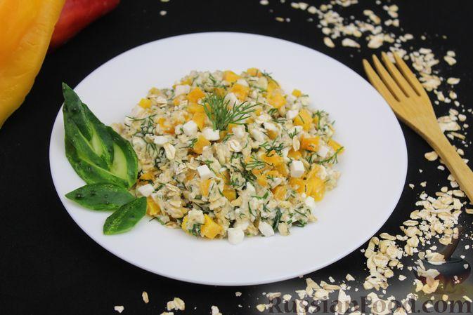 Фото приготовления рецепта: Овсяная каша с болгарским перцем, брынзой и зеленью - шаг №8
