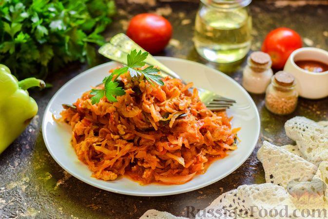 Фото к рецепту: Капуста, тушенная с фаршем, баклажанами и помидорами