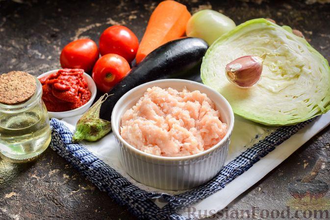 Фото приготовления рецепта: Капуста, тушенная с фаршем, баклажанами и помидорами - шаг №1