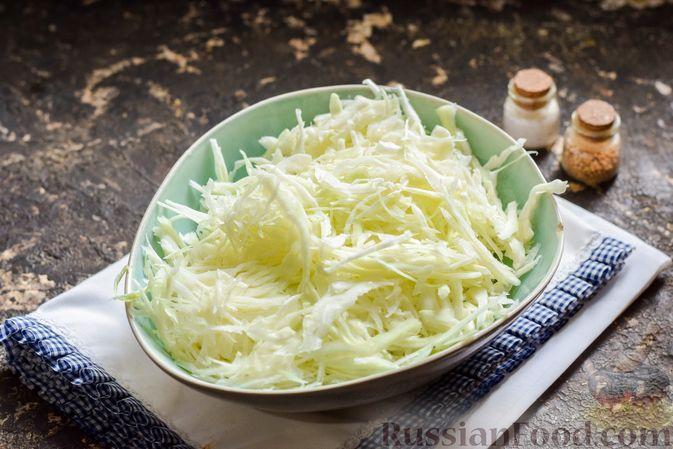 Фото приготовления рецепта: Капуста, тушенная с фаршем, баклажанами и помидорами - шаг №6