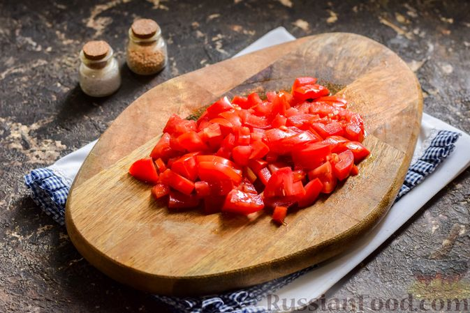Фото приготовления рецепта: Капуста, тушенная с фаршем, баклажанами и помидорами - шаг №7