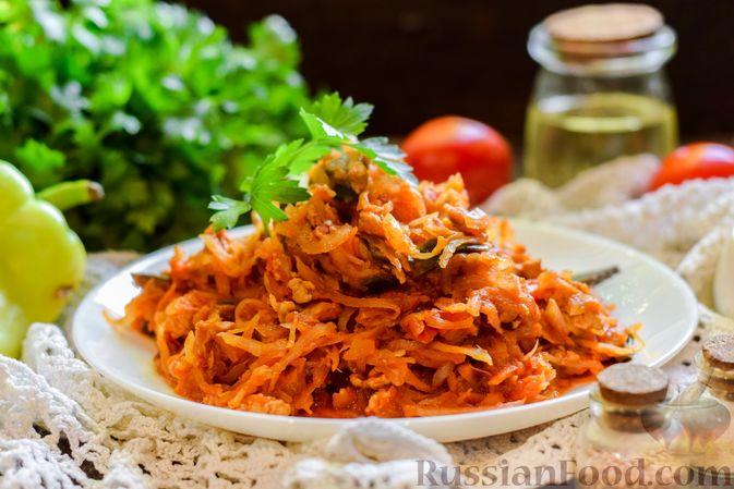Фото приготовления рецепта: Капуста, тушенная с фаршем, баклажанами и помидорами - шаг №10