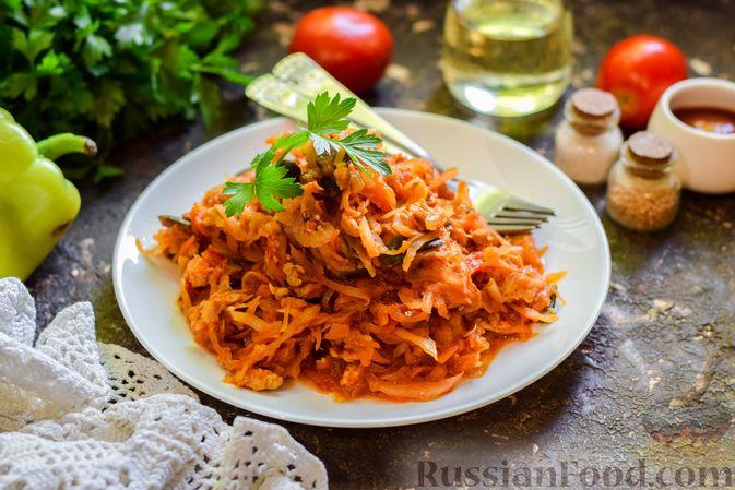 Фото приготовления рецепта: Капуста, тушенная с фаршем, баклажанами и помидорами - шаг №11