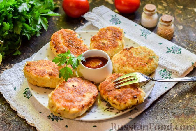 Фото к рецепту: Куриные котлеты с творогом и яблоком